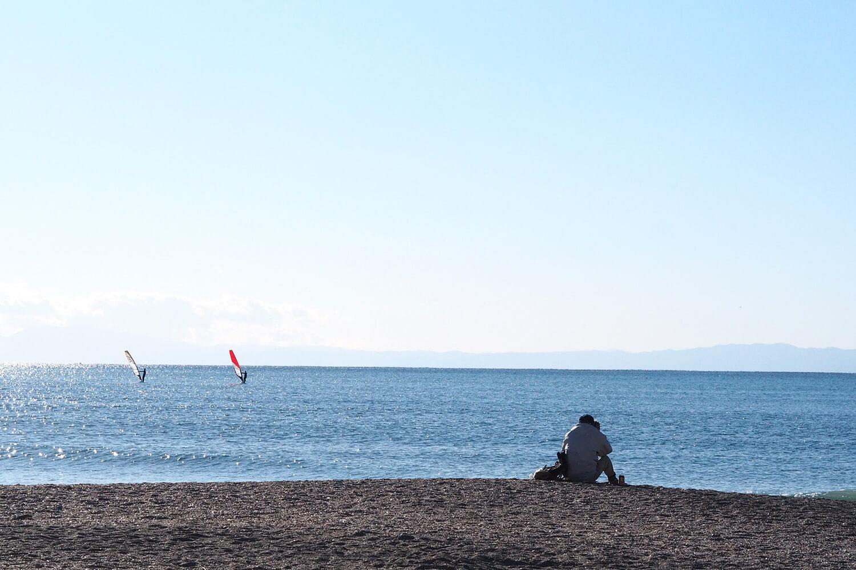 太陽キラキラの逗子海岸